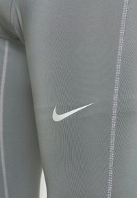 Nike Performance - Tights - smoke grey/reflective silver - 6