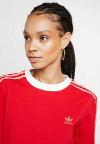 adidas Originals - ADICOLOR 3 STRIPES LONGSLEEVE TEE - Bluzka z długim rękawem - scarlet - 3