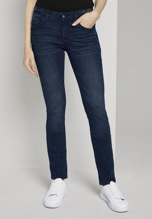 ALEXA IN LEICHTER WASCHUNG - Slim fit jeans - dark stone wash denim