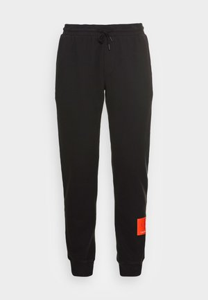 BADGE PANT - Verryttelyhousut - black