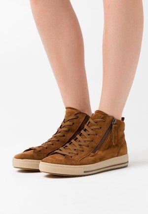 Sneakers high - cognac