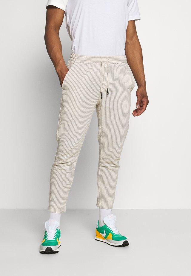 ONSLINUS LIFE CROP TAP PANT - Pantalon classique - raw