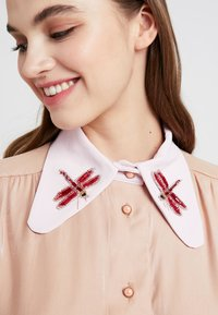 Sister Jane - INSECTA RETRO BLOUSE - Button-down blouse - coral - 4