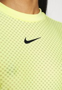 Nike Sportswear - T-shirt imprimé - light zitron/black - 5