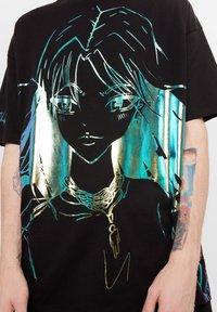 Bershka - MIT PRINT BILLIE EILISH X - T-shirts print - black - 3