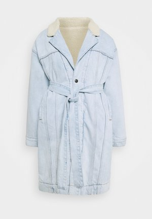 REVERSIBLE SHERPA COAT - Mantel - light-blue denim/off-white
