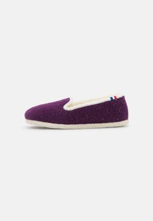 TRADITIONAL ELLE - Slippers - violett/nature