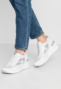 Marco Tozzi - LACE UP - Joggesko - white - 0