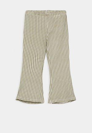 NMFDAMAR BOOTCUT PANT - Kalhoty - deep lichen green