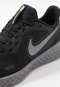 Nike Performance - REVOLUTION 5 - Laufschuh Neutral - black/reflect silver/gunsmoke/volt - 2