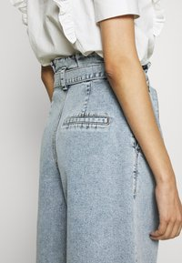 Gestuz - ATICA - Denim shorts - light blue - 3