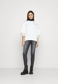 Tommy Jeans - SYLVIA - Jeans Skinny Fit - grey - 1