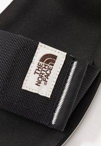The North Face - W SKEENA SANDAL - Walking sandals - black/vintage white - 5