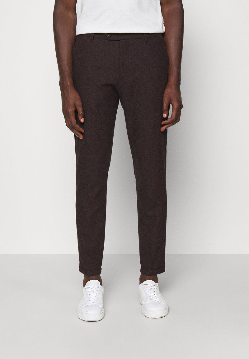 Les Deux - COMO SUIT PANTS - Trousers - burgundy