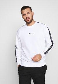 Champion - TAPE CREWNECK - Sweatshirt - white - 0