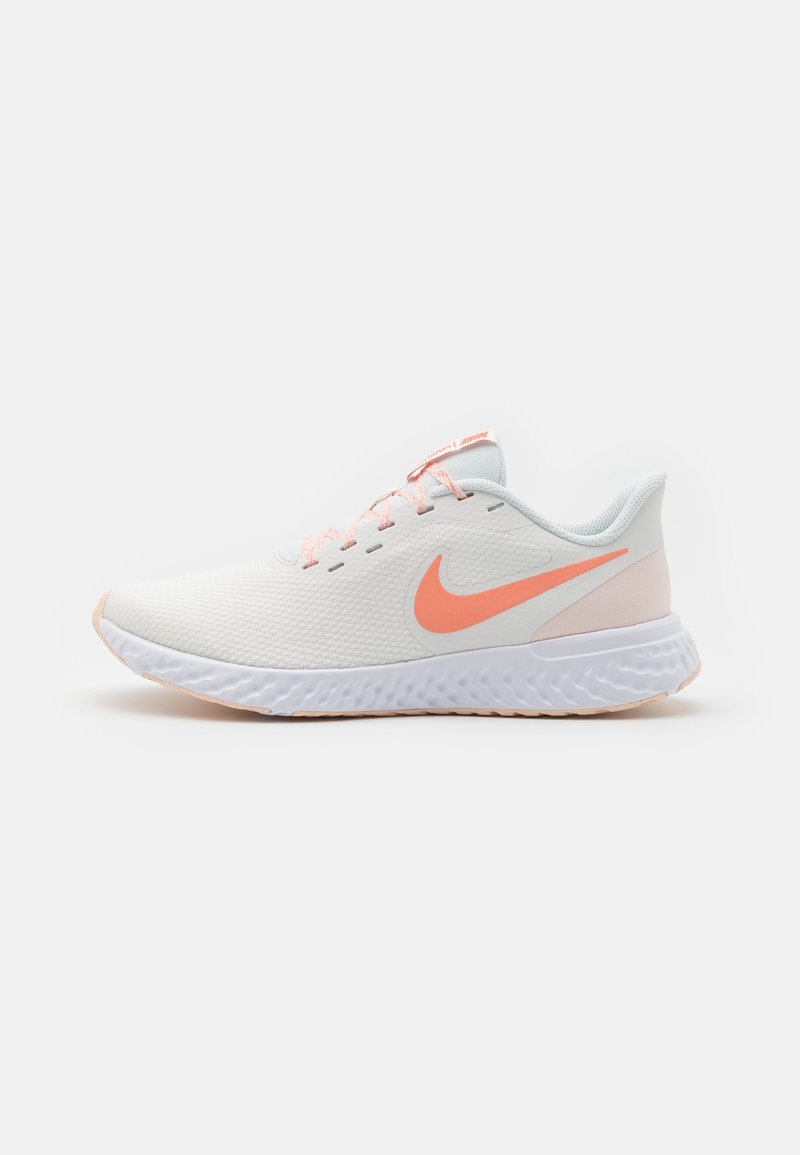 Nike Performance - REVOLUTION 5 - Zapatillas de running neutras - summit white/crimson bliss/orange pearl/white