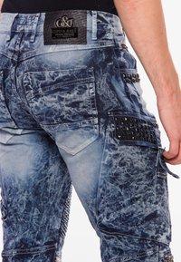 Cipo & Baxx - COOLER WASCHUNG UND ZIERNÄHTEN - Straight leg jeans - blue - 4