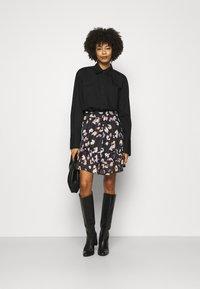 Guess - CHIKA SKIRT - Mini skirt - multi coloured - 1
