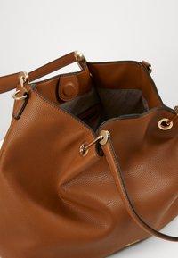 L. CREDI - EBONY - Handbag - cognac - 4