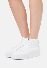 adidas Originals - NIZZA PLATFORM MID - High-top trainers - footwear white - 3