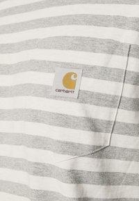 Carhartt WIP - SCOTTY POCKET - Print T-shirt - white heather/grey heather - 4