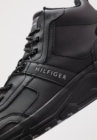 Tommy Hilfiger - FASHION WINTER - Höga sneakers - black - 5