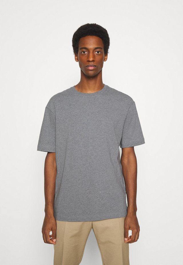 SLHLOOSEGILMAN O NECK TEE - Basic T-shirt - medium grey melange