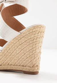 ONLY SHOES - ONLAMELIA WRAP  - Korolliset sandaalit - white - 2