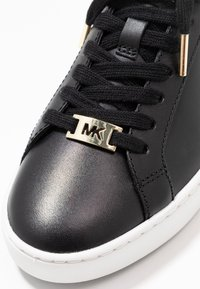 MICHAEL Michael Kors - IRVING LACE UP - Sneakers laag - black - 2