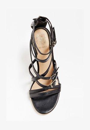 GUESS SANDALETTE KAIRA ECHTES LEDER - Sandalen met hoge hak - schwarz