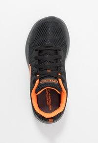 Skechers - DYNA-AIR - Tenisky - black/orange - 1