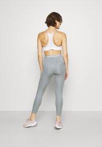 Nike Performance - Leggings - particle grey/white - 2