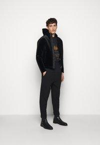 Emporio Armani - Lehká bunda - black - 1