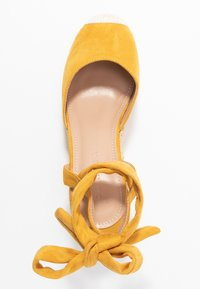 co wren - Wedges - mustard - 3