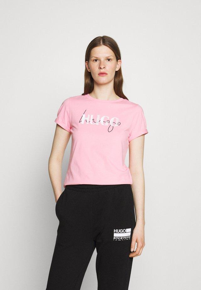 T-shirt print - bright pink