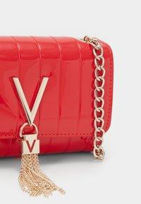 Valentino Bags - BONGO - Across body bag - rosso - 3
