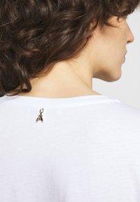 Patrizia Pepe - MAGLIA - T-shirt imprimé - bianco/temple - 4