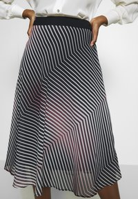 Betty & Co - A-line skirt - rosé/black - 4