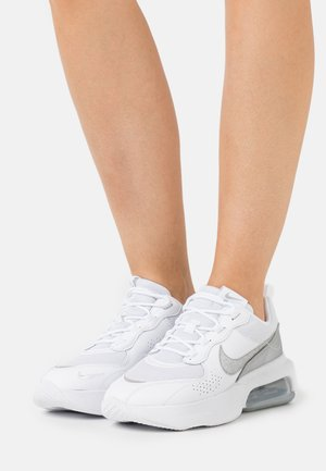 AIR MAX VERONA - Trainers - white/metallic silver