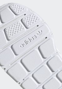 adidas Originals - SWIFT RUN SHOES - Sneaker low - blue - 6