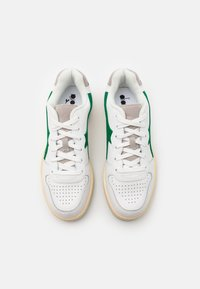 Diadora - BASKET USED UNISEX - Trainers - white/verdant green - 3