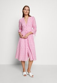IVY & OAK - BROIDERY ANGLAISE DRESS - Day dress - blush - 0