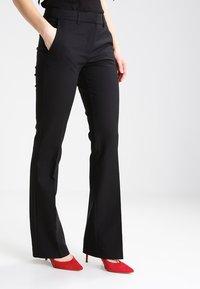KIOMI - Spodnie materiałowe - black - 0