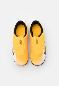 Nike Performance - MERCURIAL JR VAPOR 13 CLUB MG UNISEX - Moulded stud football boots - laser orange/black/white - 3