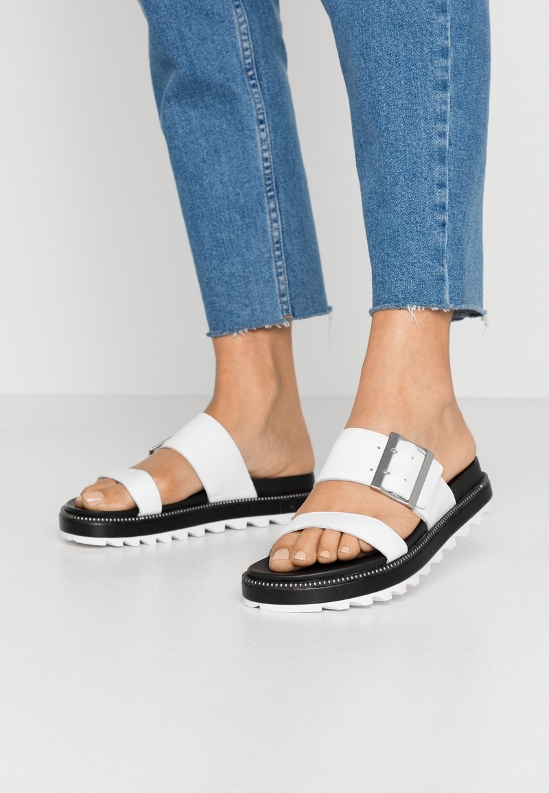 Sorel - ROAMING BUCKLE SLIDE - Pantofle - sea salt