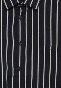 Casual Friday - Shirt - navy blazer - 4