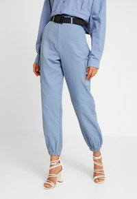 Missguided - BELTED UTILITY COMBAT TROUSER - Cargo trousers - blue - 0