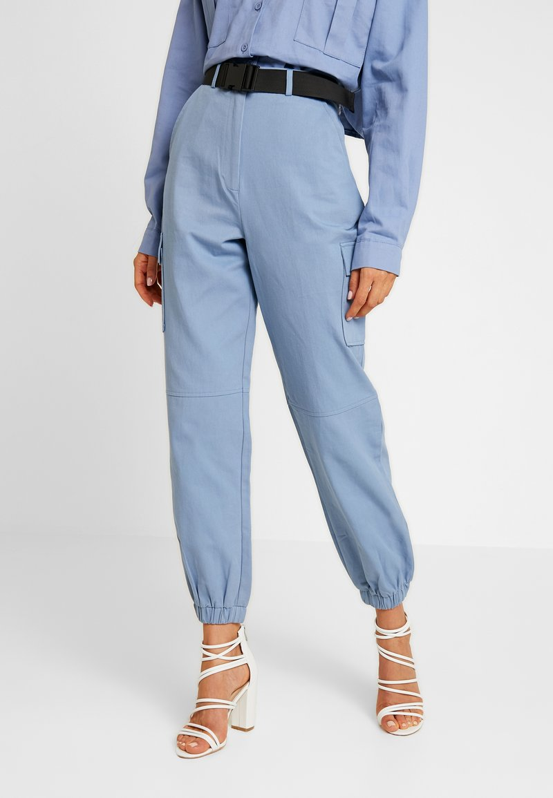 Missguided - BELTED UTILITY COMBAT TROUSER - Cargo trousers - blue