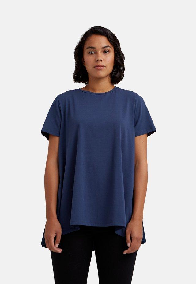 MIT PLISSEE HINTEN - T-shirt basic - blu