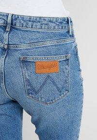 Wrangler - Flared Jeans - blue noise - 5
